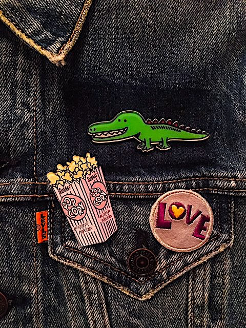 ALEXANDER ALLIGATOR ACRYLIC PIN